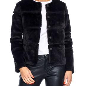 Sælger fin jakke fra neo noir i str. S, kan også bruges af XS. Den er i rigtig god stand, som ny. Np er 1000kr, kom gerne med bud 😊