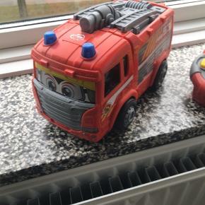 Fjernstyret Brandbil, Scania Brandbil - Fjernstyret. Meget lidt brugt, kommer fra ikke ryger hjem Nypris 299,- Sender gerne men på modtagers regning.