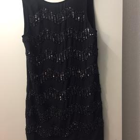 Smuk kjole  ALDRIG BRUGT,   Np: 350kr  BYD BYD BYD