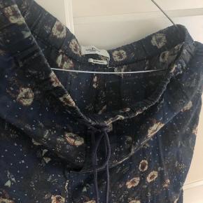 Isabel Marant Etoile bukser  Str 36 Kræver at man har hudfarvet undertøj under (ellers er de lidt gennemsigtige) ✨