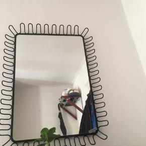 Spejl sælges