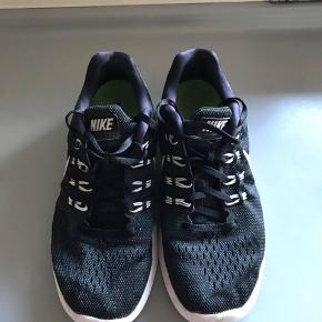 Fede løbesko fra Nike i super fin stand 🙏🏼