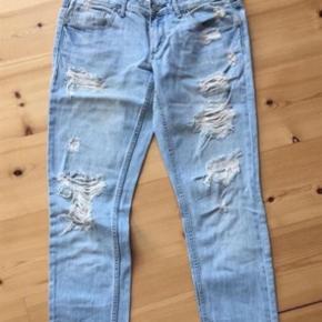 """Varetype: Boyfriend Størrelse: 29/34"""" Farve: Denim  Model: siri jeans"""