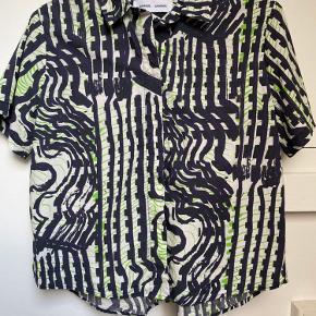 Sej skjorte fra Samsøe. Har kun været på få timer og fremstår som ny.
