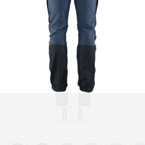 Fjälräven Keb bukser. Skalbukser med ekstra lag på bagen og knæene. Farvekombinationer er spm på jakken på sidste billede🦋 Byd endelig
