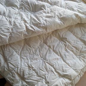 IKEA Blekvide dyne Dobbeltdyne - 250x220cm  Kun brugt få gange til overnattende gæster (har en lille ubetydelig plet, som set på billede nr.2)  Købspris 1200,- kom med et bud!