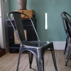 De 3 stole er fra fra Mwide og nypris Per stk er 800,-   Plankebordet og bænk er også til salg for 4999,-