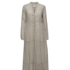 Helt ny lækker kjole fra Day, aldrig brugt stadig med mærke! Ny pris 1569,95, byd gerne