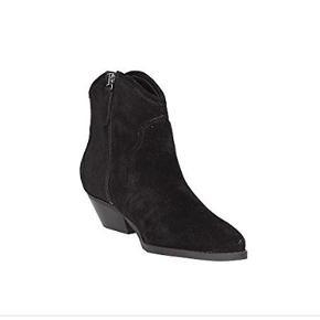 Super fine støvler fra Guess med frynser på siden. Brugt en enkelt gang  Bytter ikke