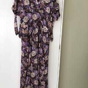 Birgitte Herskind kjole str. 40 i butikkerne nu. Brugt 1 gang.   Byd! Bytter ikke!  Bor i KBH K hvis man vil mødes og handle.