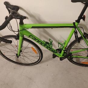 Sælger min brors Cannondale caad Optimo Tiagra 2019 Roadbike.. Den står som ny! Er  købt  for  ca 2 måneder siden til 8179kr.. Sælges da min bror har fået job på Grønland 😊 Kom med et seriøst bud .. Tænker 5000?