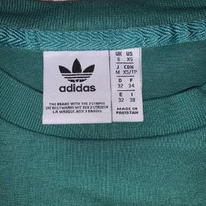 Flot grøn Adidas Original t-shirt med hvidt logo 💚 næsten som ny. Str. XS. Nypris 349,-