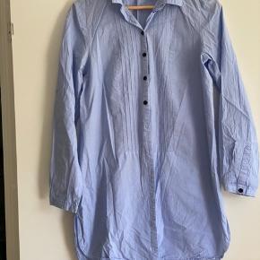 Super flot lang skjorte fra H& M  Str 38  Mp 75 pp