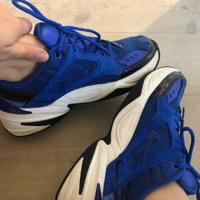 Sælger disse sygt fede Nike M2K sneaks, de er i en str 39. Er næsten som nye!!