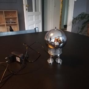 Hoptimist lampe sælges. Aldrig brugt, da den ikke kunne stå, hvor den var tiltænkt. Kan sendes.
