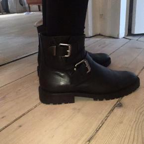 Billi bi støvler, i læder. Næsten som nye.