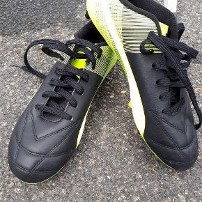 Puma fodboldstøvler i str. 42, brugt 1 gang