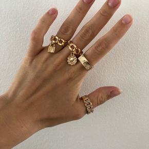 Helt ny og forgyld ringenes sæt. Sælges kun som sæt, kommer i sin originalt pakke.