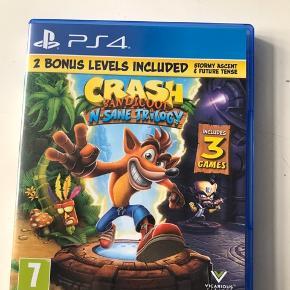 Crash bandicoot trilogy - altså de 3 originale spil remastered. Mange timers underholdning og sjov.