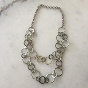 Sølv halskæde med runde ringe (ikke ægte sølv).