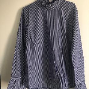 Project Unknown bluse aldrig brugt