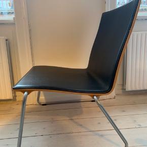 Smuk Skater stol fra Kasper Salto i valnød og læder. Lækkert enkelt design.