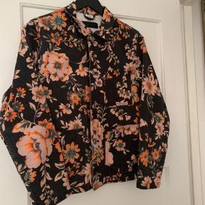 Lækker jakke med et smukt mønster!