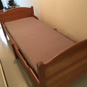 Trækudseng, med små brugsmærker  80 cm bred 200 cm lang  Sælges med eller uden madras  Byd gerne