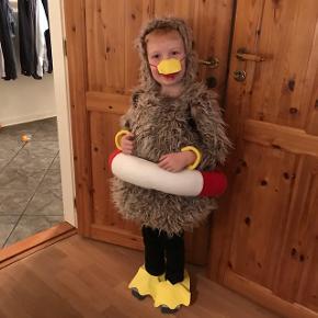 Hjemmelavet ælling kostumeDrengen på billedet er str 128. Det er lidt småt til ham. Vil sige fra str 98 - 122 #blackfriday