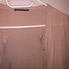 Cardigan - 100% uld. Den er brugt omkring 3 gange - perfekt stand