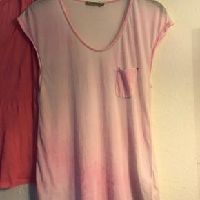 Rabens Saloner - svag pink m/lomme (str.S) American Vintage - pink uden ærmer (str.L) Sælges samlet.  Begge fitter en størrelse medium. Prisen er fast og fair. Bytter ikke !!