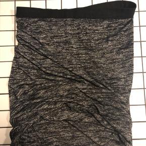 Wrap nederdel fra T by Alexander Wang. Mærke klippet af - passer str 38.