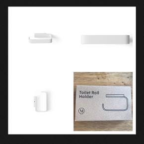 Helt ny menu toiletrulleholder i hvid sælges.  Den ligger fortsat i æsken og nypris er 600 kr.  Sælges for 199 kr. afhentes på Vesterbro eller sendes for 45 kr.