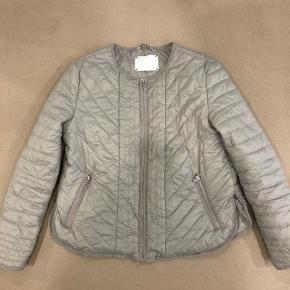Købt for lille. Lækker let overgangs jakke