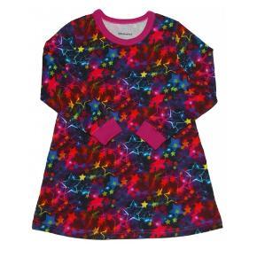Brand: Eget design - Vibserarius Varetype: Kjole med neonstjerner Farve: Mange - se foto Denne vare er designet af mig selv.  Fra egen produktion:  T-shirt kjole i blødt bomuldsjersey med ribkant i halskant og ærmer.  Mørk baggrund med mange farver neonstjerner. Cerisefarvet ribkant.  Materialerne er bomuldsjersey og bomuldsrib. 95 % bomuld og 5 % elasthan. Jerseystoffet er Øko-Tex 100 certificeret.  Det anbefales at vaske tøjet ved 30 grader og undgå tørretumbling.  Sendes til DAOpakkeshop.  Mvh Vibserarius