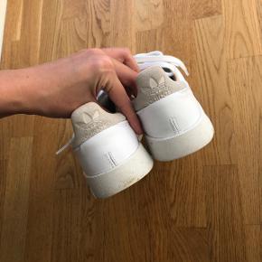 Adidas supercourt lædersko / sneakers   Str. 42 2/3  Brugt 1 gang   Nypris: 749,-