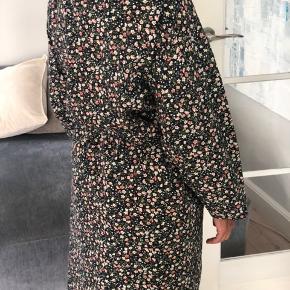 Så fin kimono i blødeste bomuld, fra Leah Maria, brugt 1 gang. Bytter ikke.