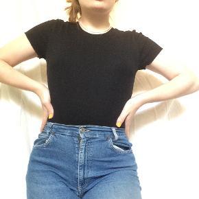 🌑simpel sort body/t-shirt fra h&m i ribbet stof🌑