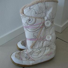 Varetype: Fede H2O vinterstøvler str. 39 Farve: Se foto  Fede H2O vinterstøvler str. 39  Byd!