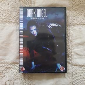 'Dark Angel' sæson 2 på DVD.   Serien er skabt af James Cameron. Medvirkende: Jessica Alba, Jessen Ackles, Martin Cummins og mange flere.  Alle discs er der og virker som de skal.  🗺 Kan afhentes på Østerbro eller sendes med DAO via Trendsales system.