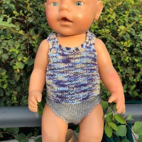 Nyt undertøjssæt til baby born Strikket så det passer dukker fra 40-43 cm Se også det hvide/blå sæt! Sender gerne sammen