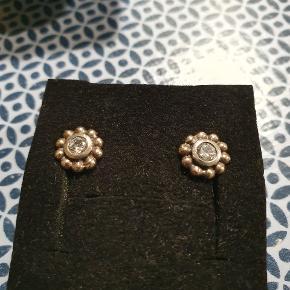 Søde sølv øreringe med sten. 😍
