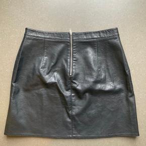 Zara basic nederdel i fake læder / skind I A-snit med lommer   Vegansk læder, faux