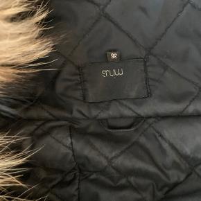Fedeste jakke fra Minus str 36. Ægte pelskrave. En jakke i god kvalitet.