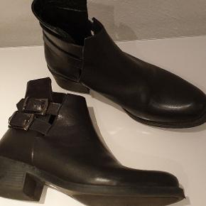 Superfine læderstøvletter, brugt få gange, er næsten som nye😊