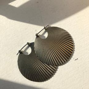 Stine a Shell øreringe i den store model. Stort set ikke brugt, kun meget få ridser
