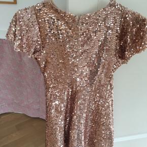 Så fin kjole str 9år. Sendes med DAO for 36kr og handel via mobilpay