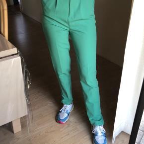 Sælger disse mega fede bukser med slids i bunden fra Asos i en størrelse 36. Byd :)