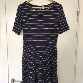 Flot stribet kjole fra H&M. Kun brugt en enkelt gang.