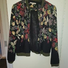 Super fed mønstret bomber-jakke. Købt udenlands af mærket trf_outerwear.